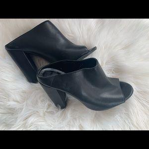 F21• Black Mule Chunky Heel